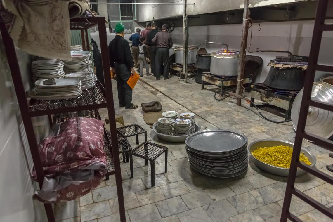 سوگواره پنجم-عکس 16-حسین یونسی-جلسه هیأت فضای بیرونی
