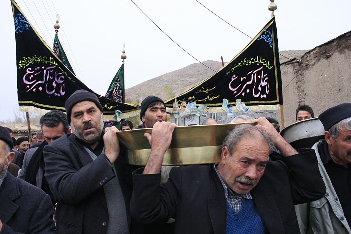 سوگواره دوم-عکس 2-حسین ملکی-جلسه هیأت فضای بیرونی