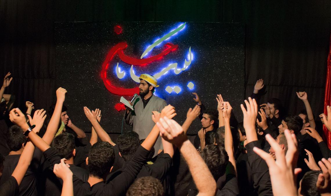 سوگواره چهارم-عکس 21-سید جواد میرحسینی-جلسه هیأت فضای داخلی